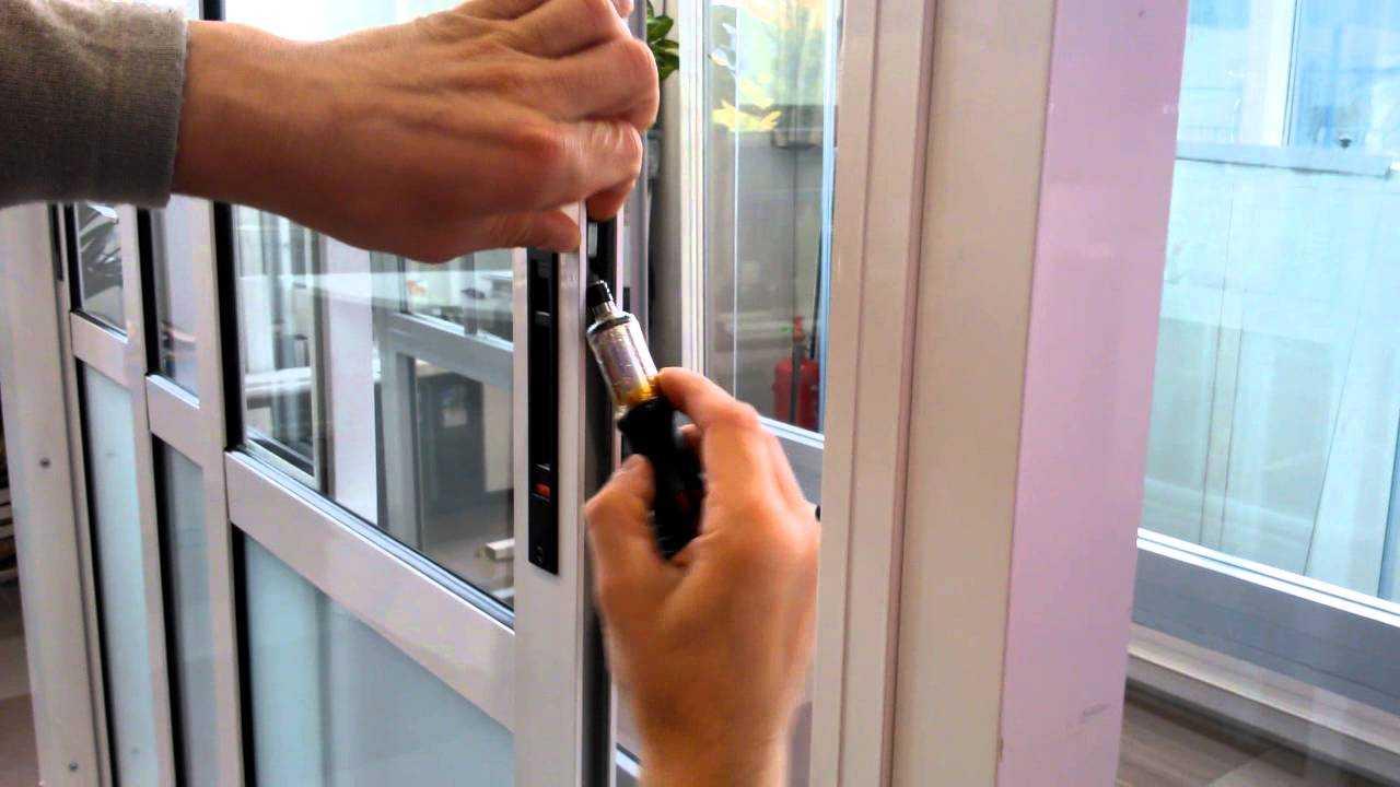 Как отремонтировать раздвижное балконное окно.