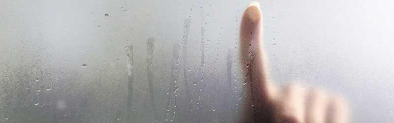 скапливается влага на окнах