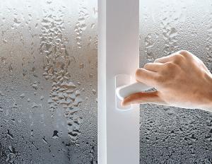 Как отремонтировать стеклопакет, если в нем влага